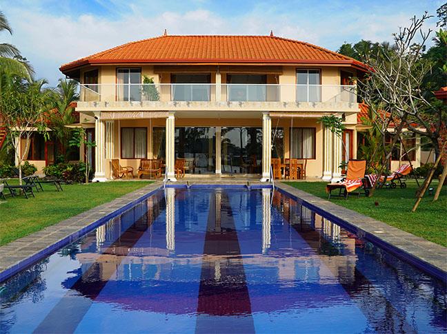 Villa Raphael mit Pool, Frontansicht
